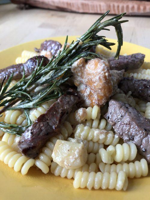 Rosmarin Pfifferlinge an Rinderfiletspitzen mit Pasta